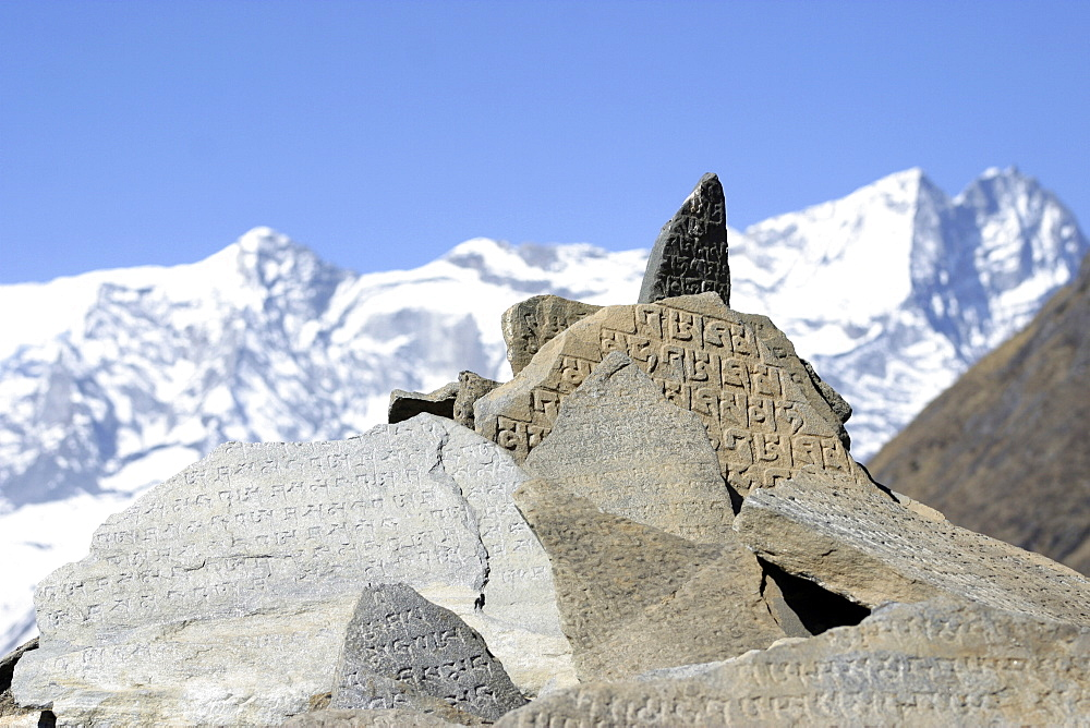 Everest Trail Scenic. Mountains, Prayer Flags, Stone prayer carvings. - 986-108