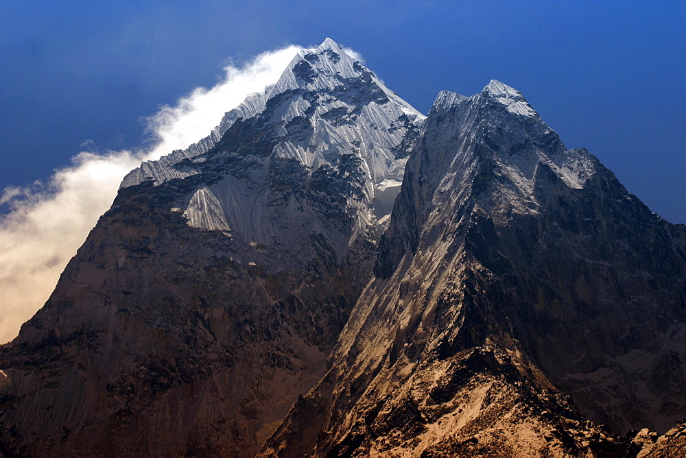 Everest Trail Scenic. Mountains, Prayer Flags, Stone prayer carvings. - 986-109