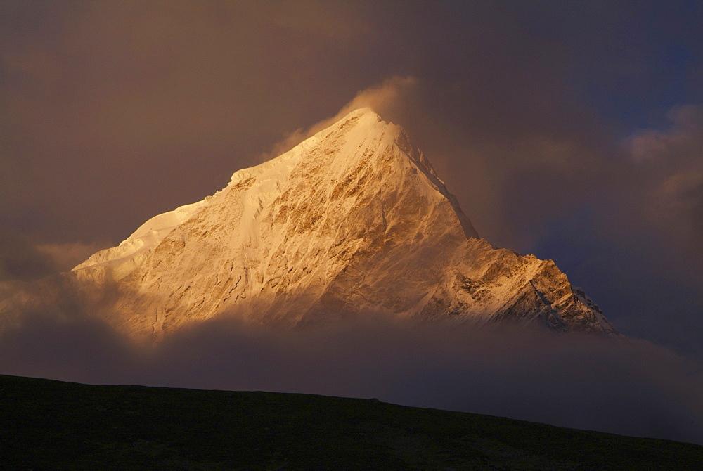 Tibetan  Mountain and Clouds. Sun Rise,  Himalayas, Tibet. - 986-129