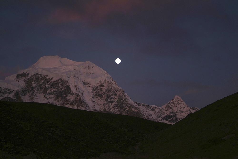 Tibetan  Mountain and Clouds. Moon, Himalayas, Tibet. - 986-136