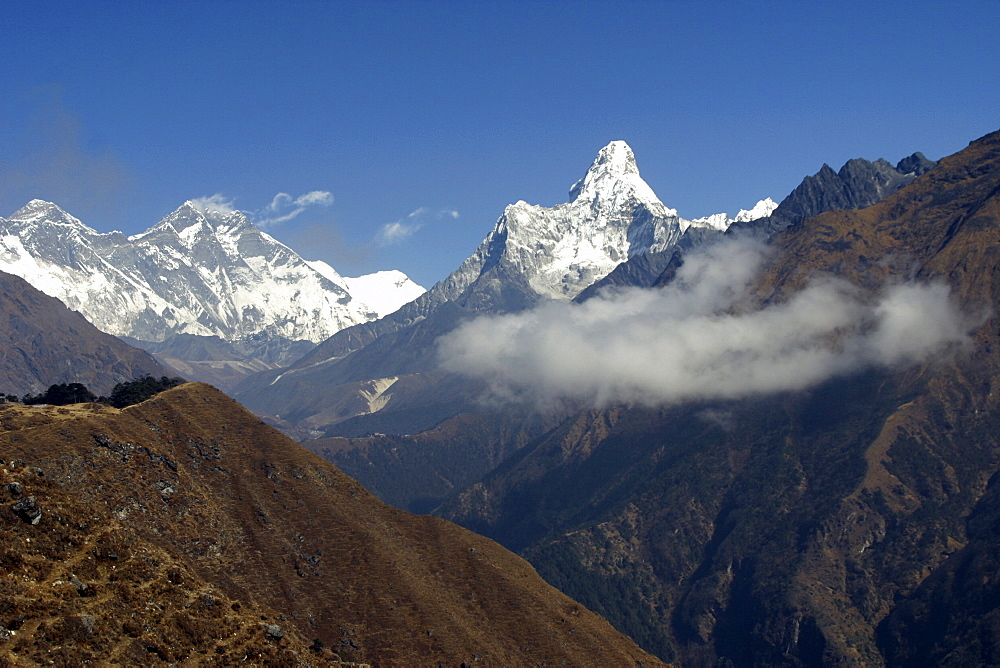 Ama Dablam. Mountains of Nepal, from Everest Trail. - 986-59