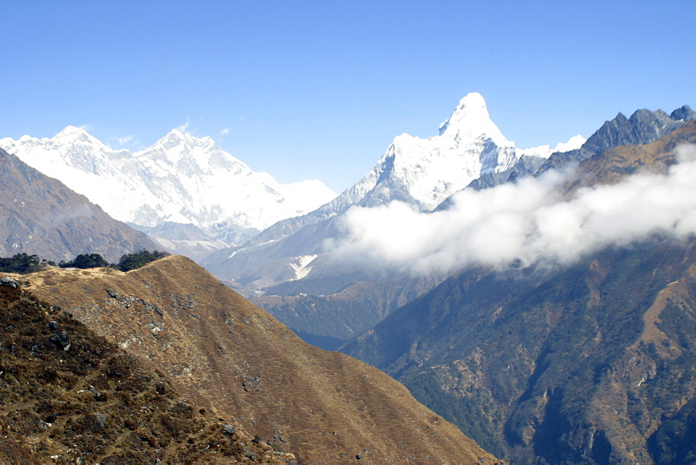 Ama Dablam. Mountains of Nepal, from Everest Trail. - 986-60