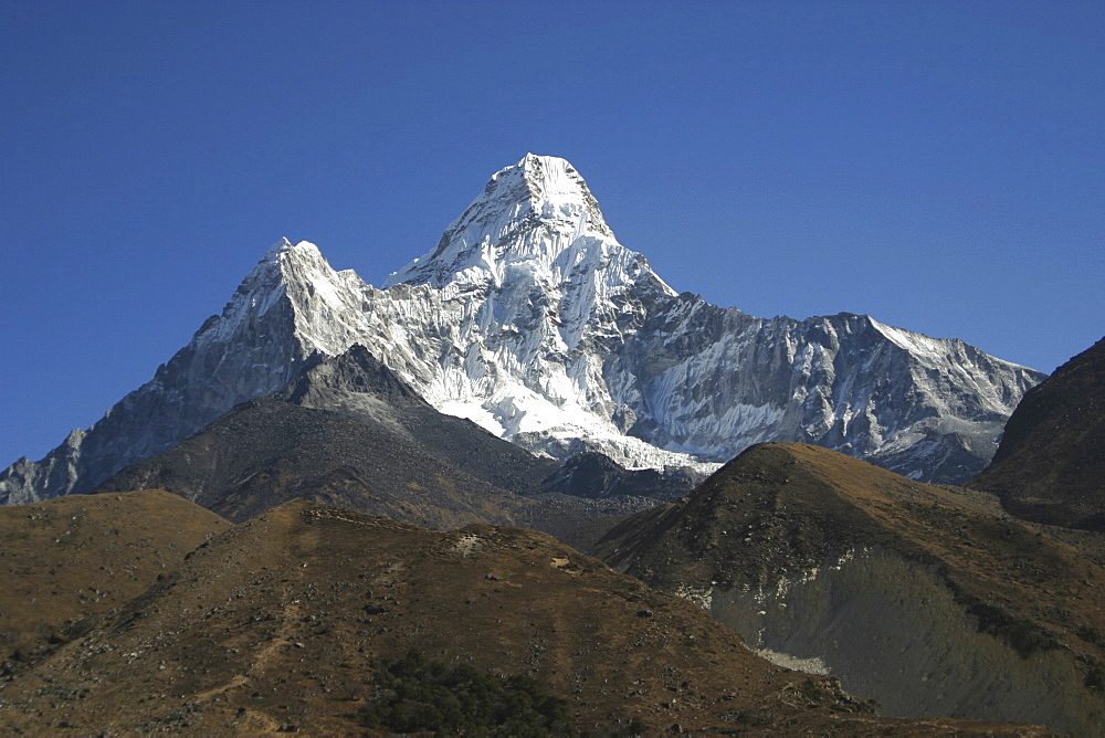 Ama Dablam. Mountains of Nepal, from Everest Trail. - 986-68