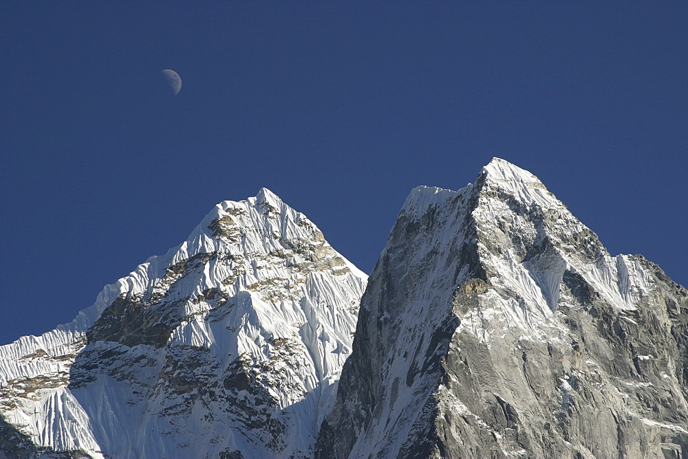 Mountains of Nepal, from Everest Trail. Nepal - 986-69