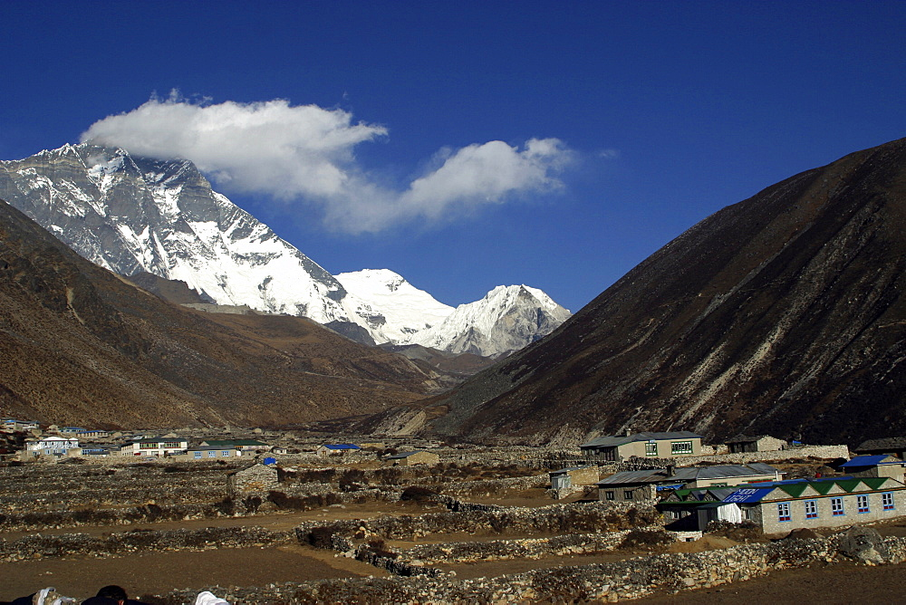 Mountains of Nepal, from Everest Trail. Nepal - 986-70