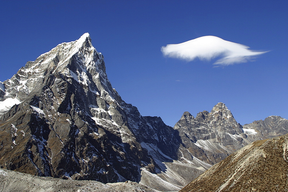 Mountains of Nepal, from Everest Trail. Nepal - 986-71