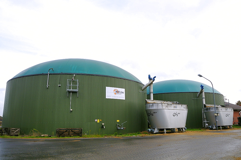 Biogas plant with fermenting chambers for methane production from maize silage, Cornau, near Vechta, Lower Saxony, Germany, Europe