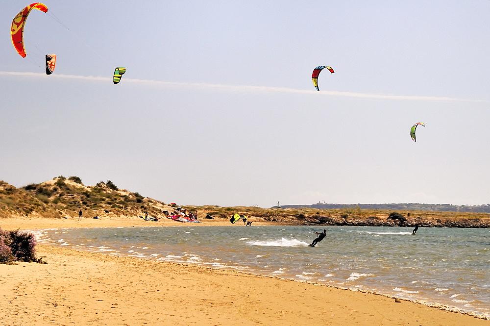 Kite surfers, Alvor, Algarve, Portugal, Europe