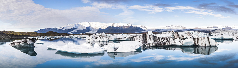 Jokulsarlon Glacier Lagoon, a glacial lake filled with icebergs in South East Iceland, Iceland, Polar Regions