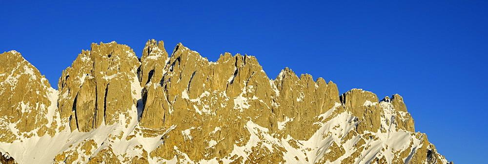panorama of Wilder Kaiser south faces seen from hut Gruttenhuette: Vordere Goinger Halt, Goinger Scharte, Noerdliche Toerlspitze, Goinger Turm, Goinger Toerlspitze, Westliches and Oestliches Toerleck, Toerltuerme, Toerlwand and Regalmwand, Wilder Kaiser range, Kaisergebirge, Tyrol, Austria