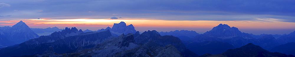 panorama from summit of Lagazuoi, Dolomitens, Cortina d¥Ampezzo, Venetia, Italy: Antelao, Croda da Lago, Monte Formin, Pelmo, Nuvolau, Averau, Civetta