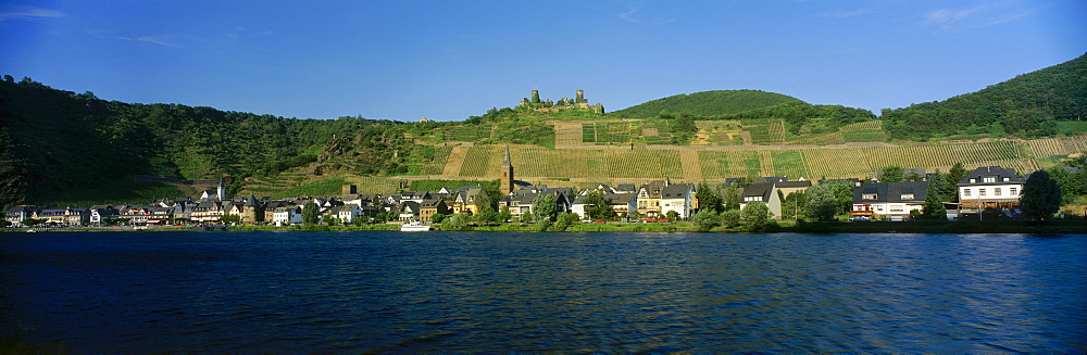 River Moselle with village Alken and Castle Thurandt, Mosel-Saar-Ruwer, Rheinpfalz, Germany
