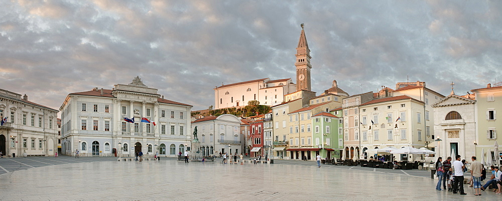 Tartini Square with parish church of St Georg and venetian house facades at Piran, Adria coast, Mediterranean Sea, Primorska, Slovenia