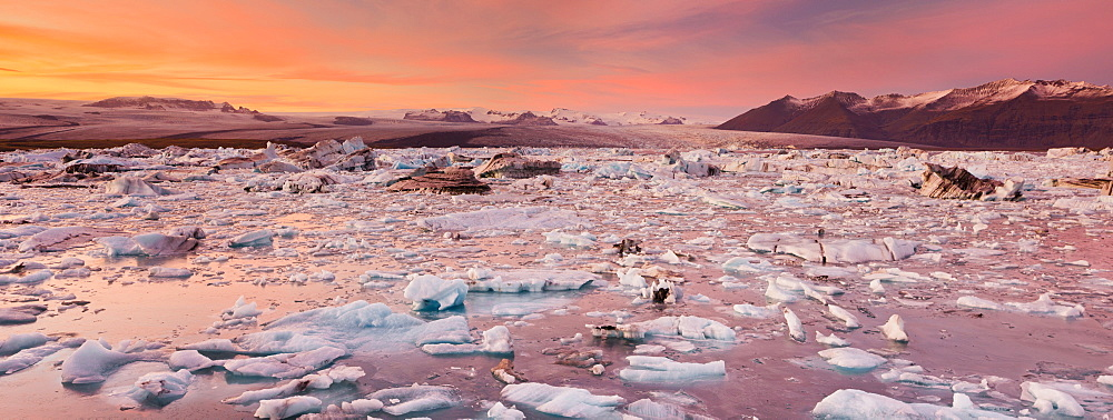 Glacial lake in the evening light, Jokulsarlon, East Iceland, Iceland