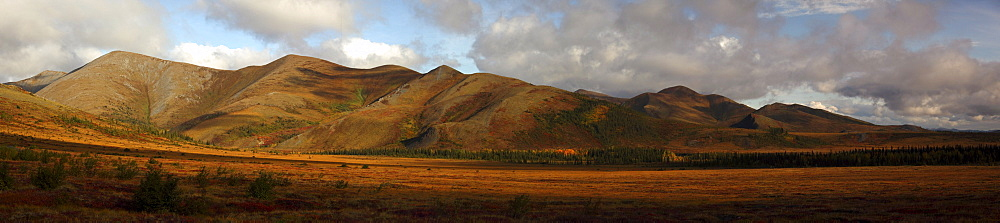 The Richardson Mountains at the Arctic circle in fall colours, Demspter Highway, Yukon