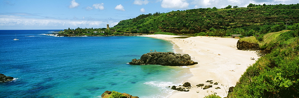 Hawaii, Oahu, Waimea Bay, View of beach and ocean.