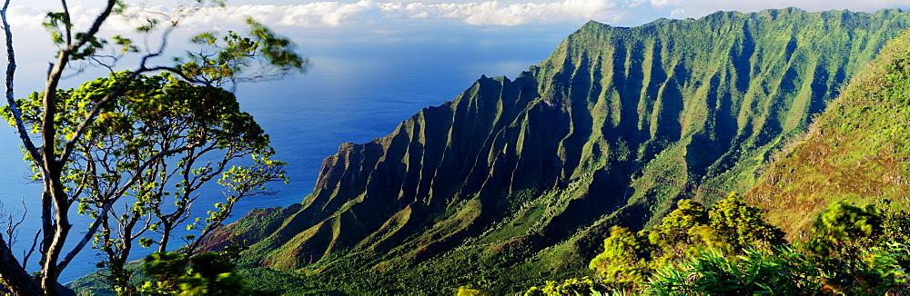 Hawaii, Kauai, Na Pali Coast, overlooking Kalalau Valley