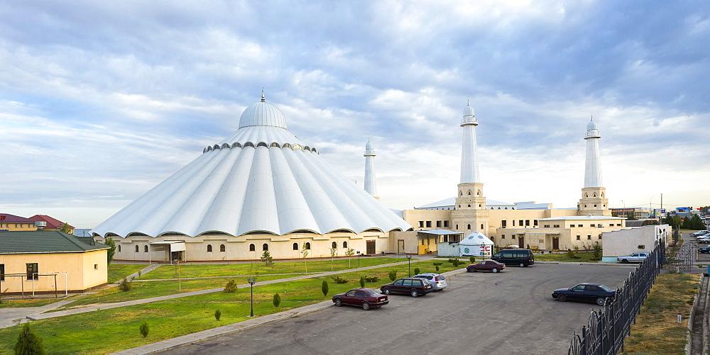 Sheikh Khalifa al Nahyan Mosque, Shymkent, South Region, Kazakhstan, Central Asia, Asia