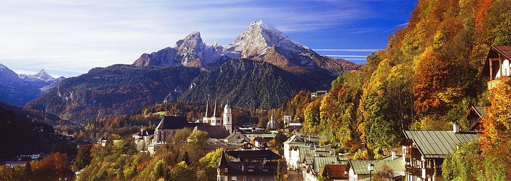 Overview of Berchtesgaden and the Watzmann Mountain in autumn, Berchtesgaden, Bavaria, Germany, Europe