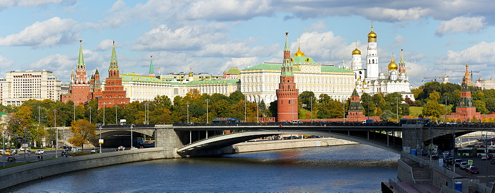 View of the Kremlin on the banks of the Moscow River, Moscow, Russia, Europe