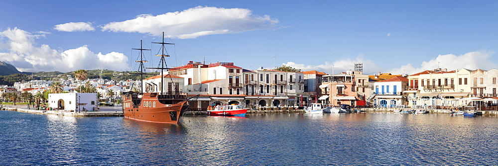 Old Venetian harbour, Rethymno (Rethymnon), Crete, Greek Islands, Greece, Europe