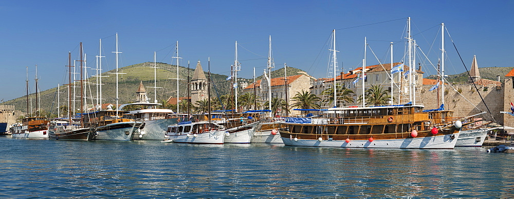 Sea Front Harbour in the Old Town (Stari Grad) of Trogir, UNESCO World Heritage Site, Dalmatia, Croatia - 1160-4155