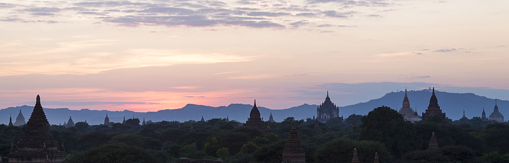 Panoramic view towards Old Bagan temples, pagodas and stupas at sunset, Bagan (Pagan), Myanmar (Burma), Asia - 1170-131