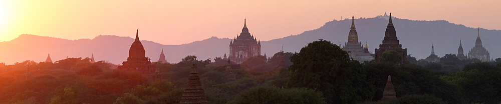 View towards Old Bagan, with Ananda Temple pagoda and Thatbyinnyu Temple at sunset, Bagan (Pagan), Myanmar (Burma), Asia - 1170-134