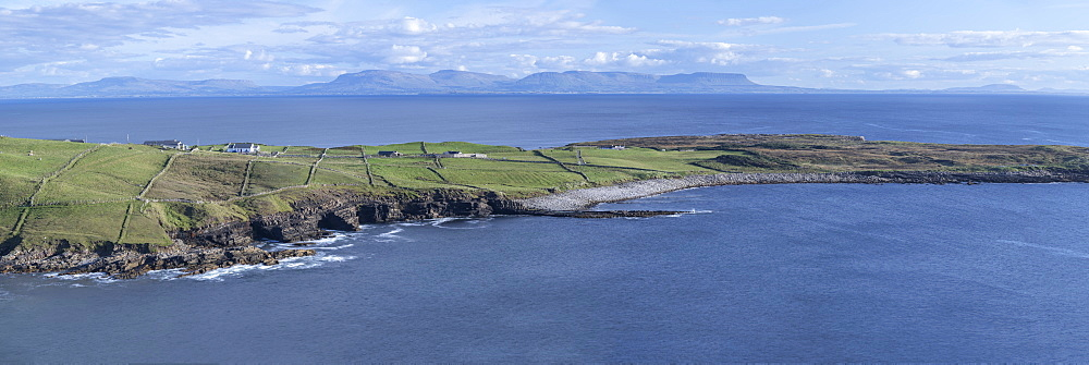 Muckross Head with Benbulbin and the Dartry mountains in the background, County Donegal, Ulster, west coast of Republic of Ireland, Europe - 1266-113