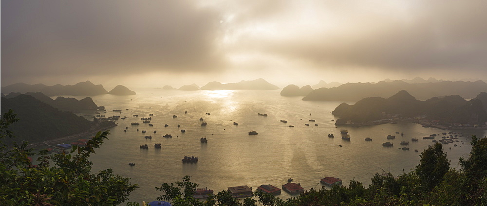 Sunset in Lan Ha Bay, Cat Ba Island, a typical Karst landscape in Vietnam, Indochina, Southeast Asia, Asia