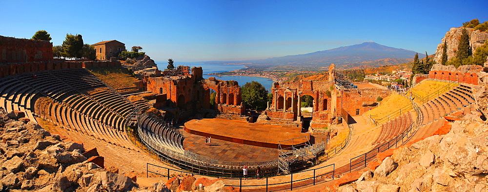 Teatro Greco (Greek Theatre), Taormina, Sicily, Italy, Europe