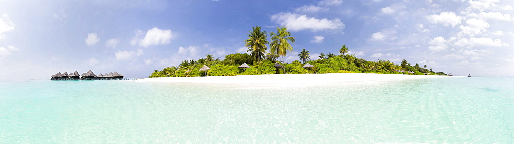 Panoramic view of tropical island of Dhuni Kolhu, Baa Atoll, Republic of Maldives, Indian Ocean, Asia