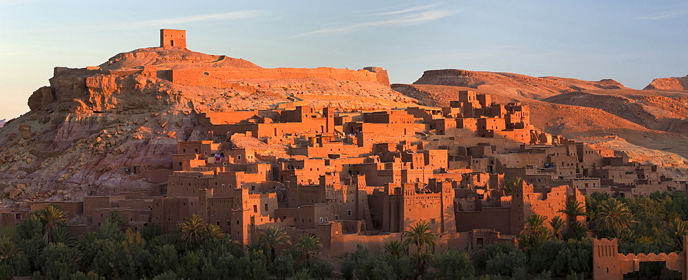 The ancient mud brick buildings of Kasbah Ait Benhaddou bathed in golden morning light, UNESCO World Heritage Site, near Ouarzazate, Morocco, North Africa, Africa - 321-5890