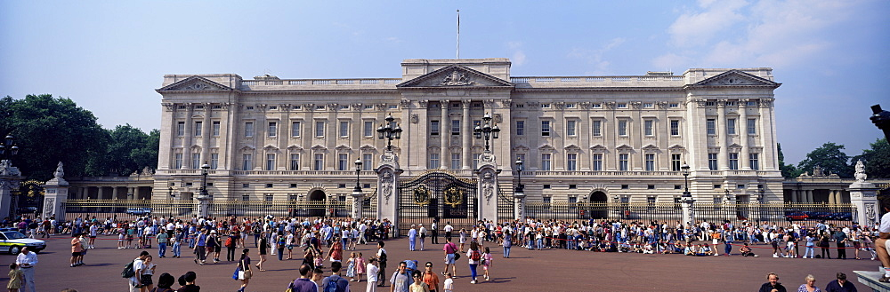 Panoramic view of Buckingham Palace, London, England, United Kingdom, Europe - 64-918