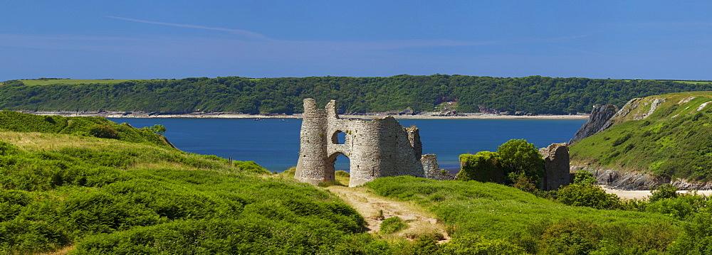 Pennard Castle (Penmaen Castle) overlooking Three Cliffs Bay, Gower, Wales, United Kingdom, Europe