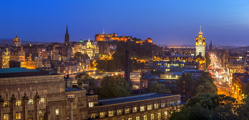 City centre panorama, Edinburgh castle and city skyline at night, Edinburgh, Midlothian, Scotland, United Kingdom, Europe