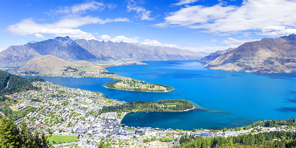 Aerial view of downtown Queenstown town centre, Lake Wakatipu and The Remarkables mountain range, Queenstown, Otago, South Island, New Zealand, Pacific - 698-3344