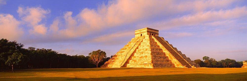 El Castillo Chichen Itza Yucatan Mexico