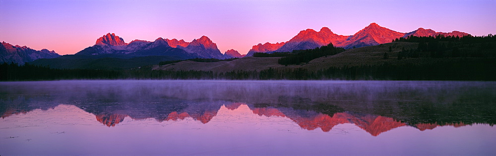 US, ID, Sawtooth Mountain Range, Sunset