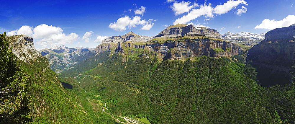 Valle de Ordesa, Parque Nacional de Ordesa, Central Pyrenees, Aragon, Spain, Europe - 756-2836