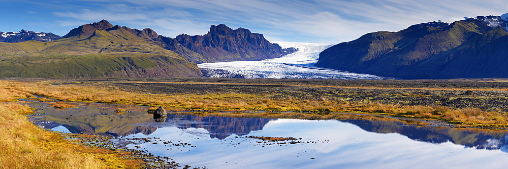 Skaftafellsjokull, impressive glacial tongue of the Vatnajokull ice cap in Skaftafell National Park, south-east Iceland (Austurland), Iceland, Polar Regions