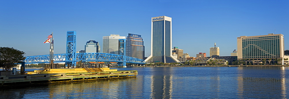 St. Johns River and Jacksonville skyline, Florida, United States of America, North America