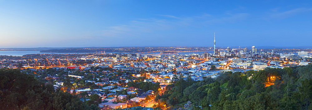View of Auckland from Mount Eden at dusk, Auckland, North Island, New Zealand, Pacific