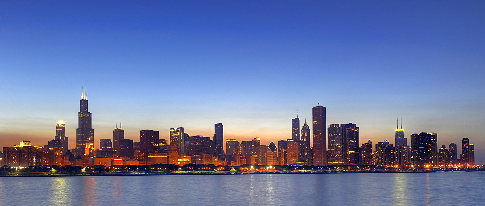 Panoramic photograph, evening mood, Willis Tower, formerly named Sears Tower and renamed in 2009, 311 South Wacker Drive skyscraper, John Hancock Center, Aon Center, Two Prudential Plaza, Trump Tower, skyline, Lake Michigan, Chicago, Illinois, United Stat