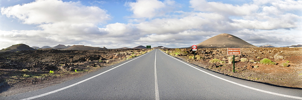 Road through the Parque Natural de los Volcanos, Lanzarote, Canary Islands, Spain, Europe