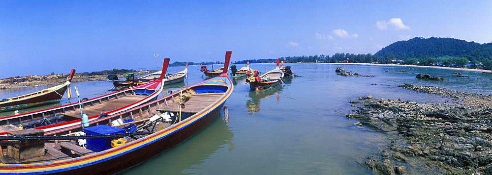 Longtail boat, fishing boat on Klong Dao Beach, island of Ko Lanta, Koh Lanta, Krabi, Thailand, Asia