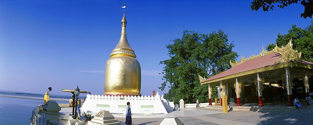 Golden Bupaya Pagoda at the Ayeyarwady River, Irrawaddy, Bagan, Pagan, Burma, Myanmar, Asia