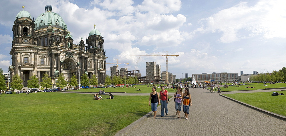 Berliner Dom or Berlin Cathedral, Lustgarted park, Schlossplatz, demolition of the Palast der Republik, Springbrunnen fountain, European School of Management and Technology ESMT, Panorama, Berlin, Germany, Europe