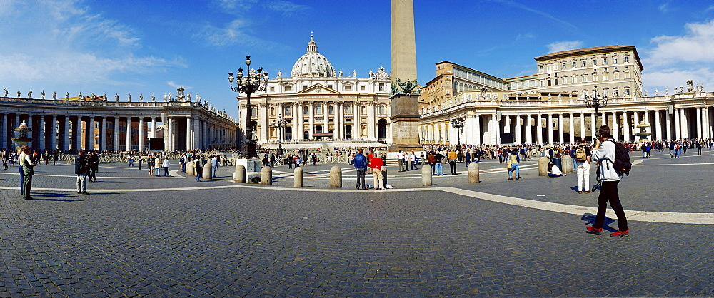 Peter's Square with cathedral st. Peter and residence of Pontifex, San Piedro, Rome, Italy/Vatican