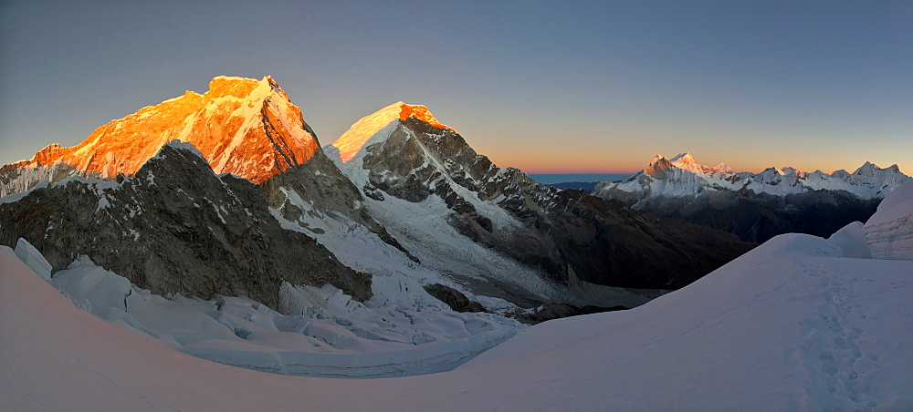 Double peak of Nevado Huascaran mountain at dawn, the highest peak in Peru, Cordillera Blanca mountain range, Andes, Peru, South America